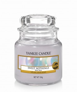 Sweet Nothings mała świeca w szkle Yankee Candle 104g